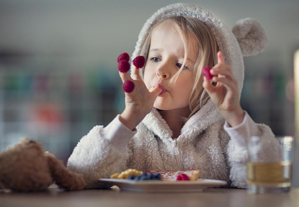child eating berries for eye health